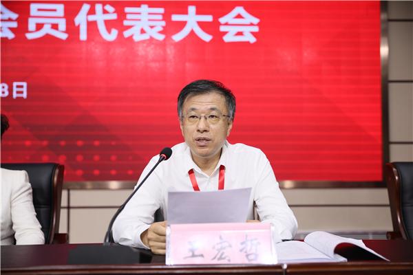 6学院纪委书记、监察专员王宏哲宣读大会选举办法.JPG