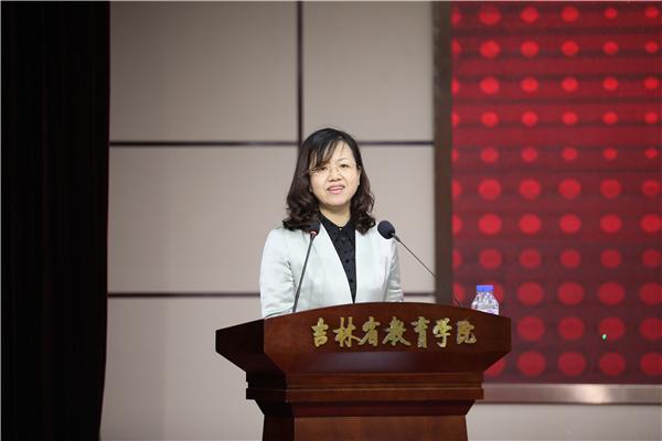 4长春市教科文卫体工会主席赵娜致贺词.JPG