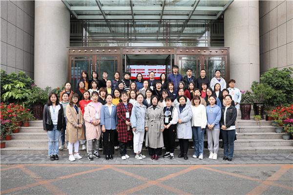 参加培训的初中语文教师合影.jpg